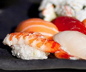 Как приготовить японские суши, используя греческие продукты?